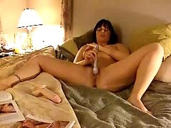 Was she using a Dildo or an Eel to Masturbate? I cannot see that clearly but I love this Webcam Vid