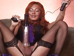 Tranny pleasures her big dick